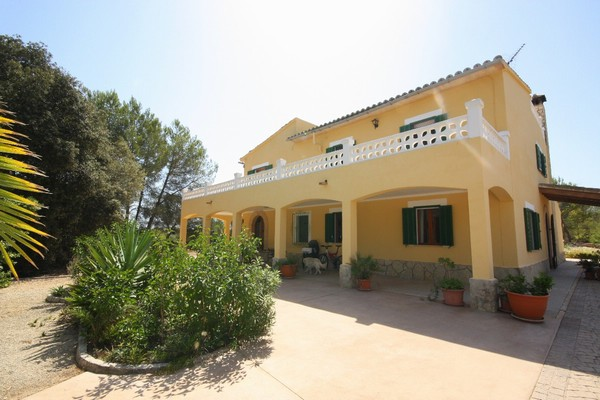 Beautiful 7 bedroom country home with guest apartment in Algaida