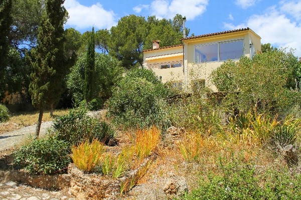 Bank repossession villa with guest apartment for sale Santa Ponsa