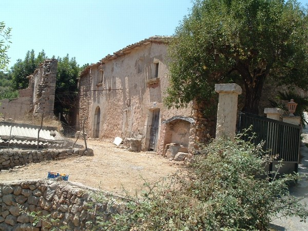 Finca farmhouse project with 3 stone houses in ruins on plot close to Andratx