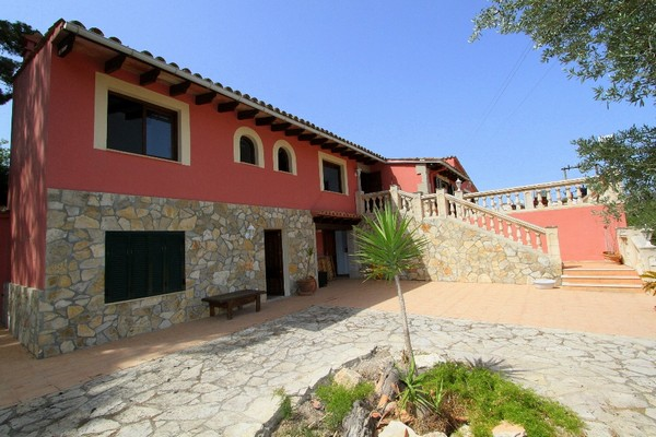 Rustic finca for sale on the outskirts of Andratx, Mallorca