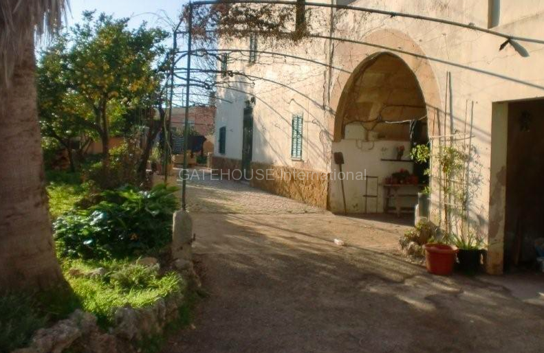 Farmhouse with 10,750SqM of land in need of renovation