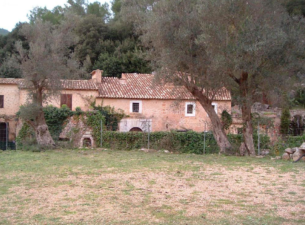 Lovely rustic finca with country views in Santa Maria