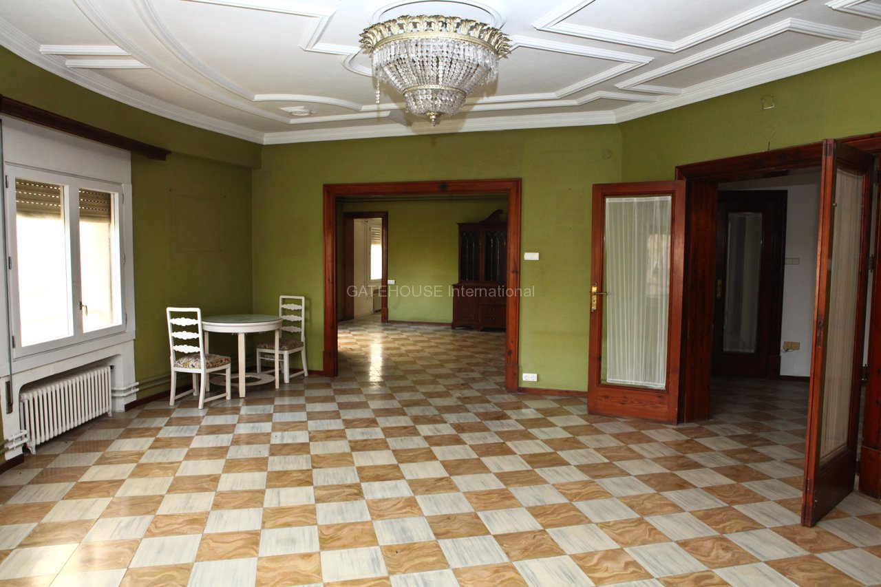 Large Palma City centre historical apartment with 5 bedrooms
