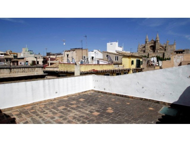 Paseo del Borne Palma large 4 bedroom property for renovation with terraces