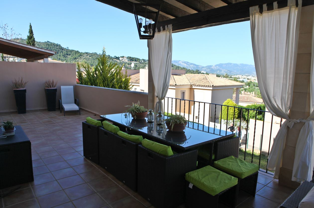Reasonably priced Son Vida semi detached house for sale close to Golf