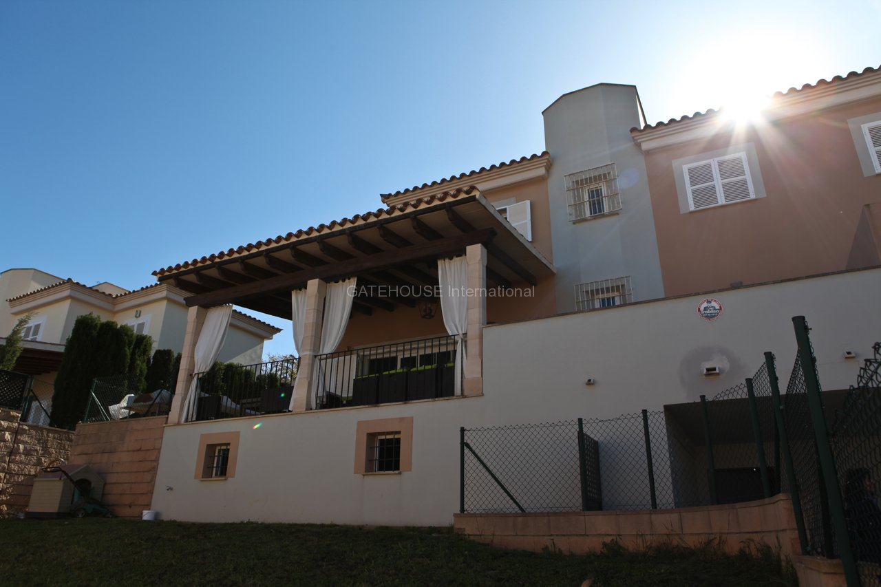 Semi-detached house with fabulous sea views in Son Vida