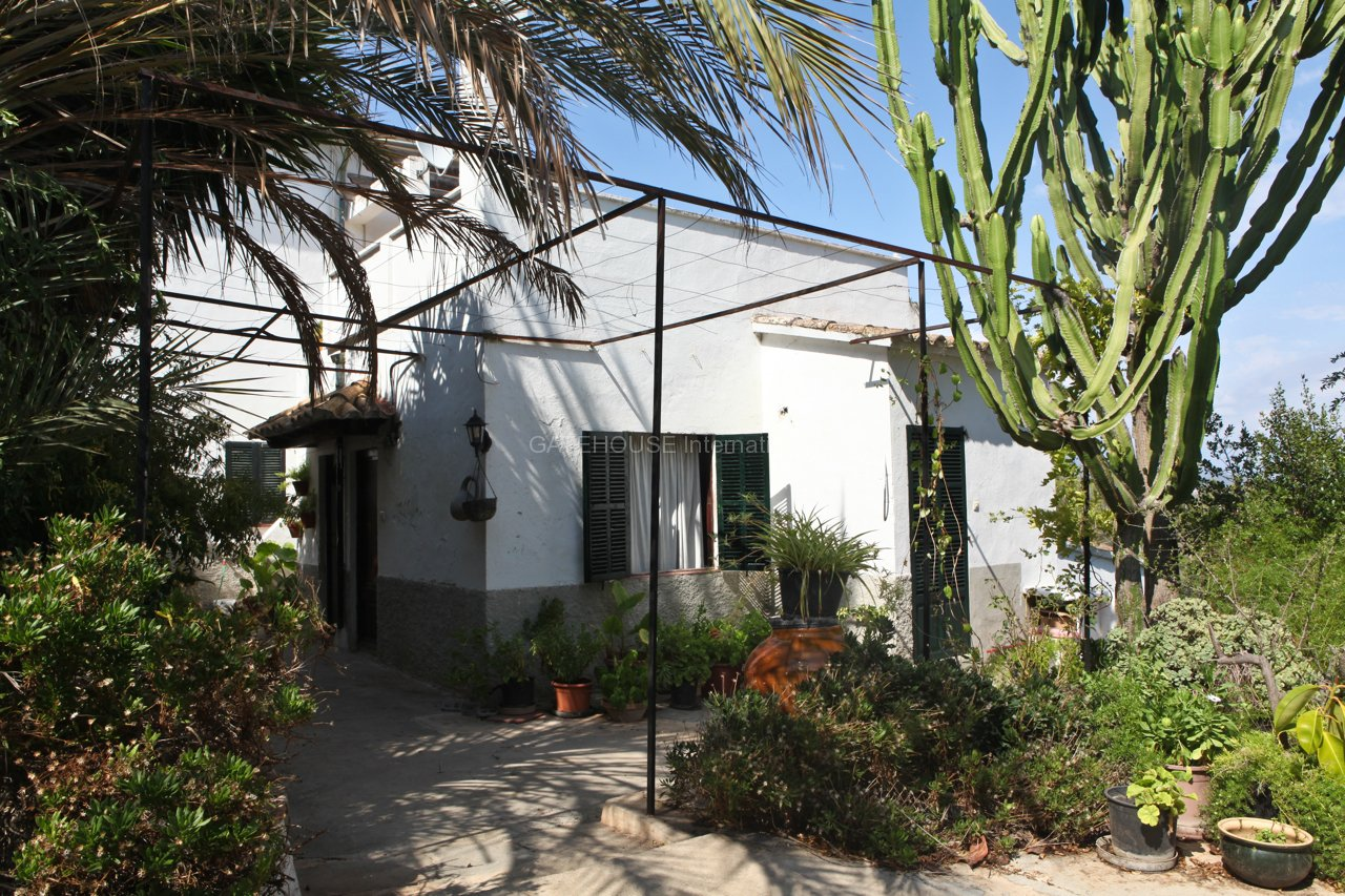 Country home with stunning views in Son Anglada