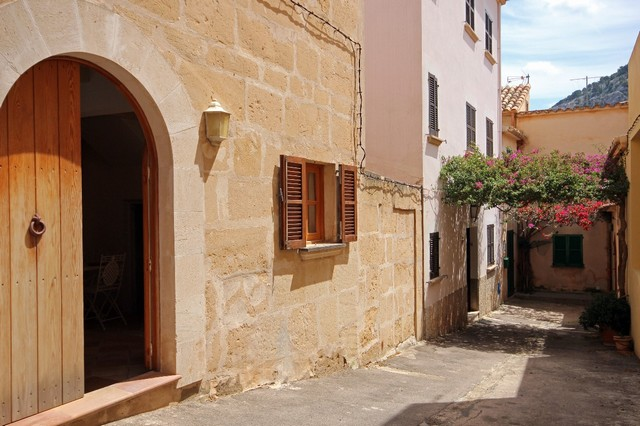 Townhouse in Pollensa Old Town close to the Market Square