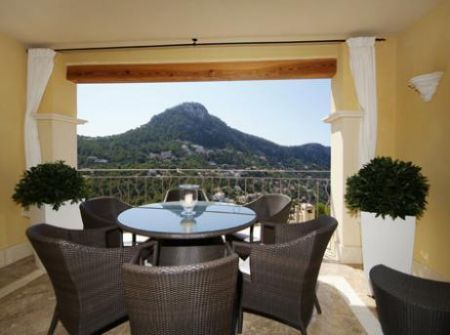 Apartments for sale with lovely mountain views in Mallorca Andratx Cala Llamp