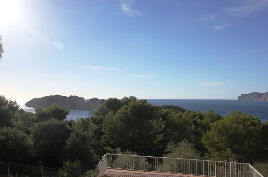 Villa for sale in Nova Santa Ponsa requiring complete renovation