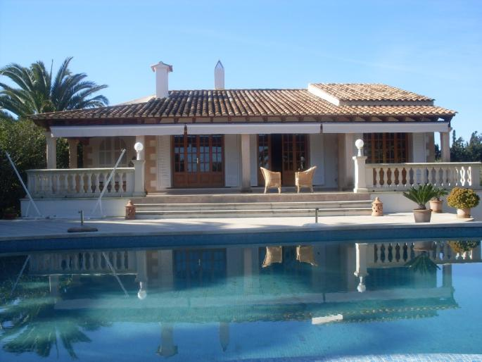 Elite country house and separate apartments with sea views for sale in Capdepera, Mallorca