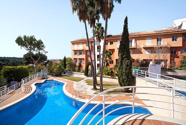 Distressed Sale Luxury large garden apartment for sale in Bendinat, Mallorca