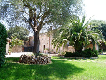 Reduced Country home with guest accommodation in Santa Eugenia, Mallorca