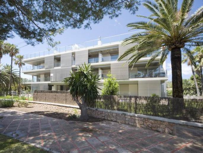 Frontline apartment for sale in Puerto Pollensa, Mallorca