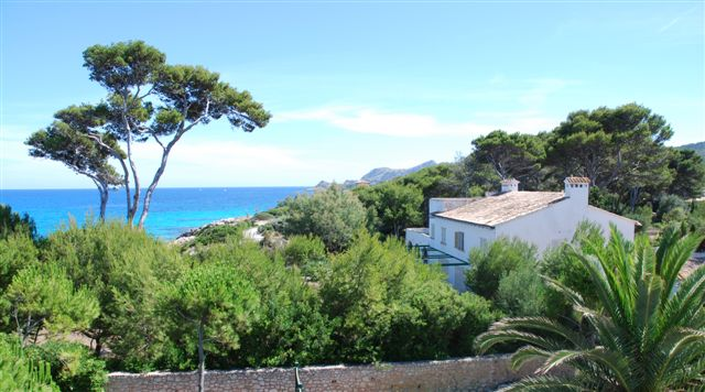 Frontline Mansion for sale in Cala Ratjada, Mallorca
