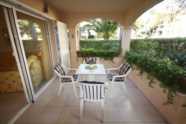 Ground floor apartment for sale in santa Ponsa with private garden