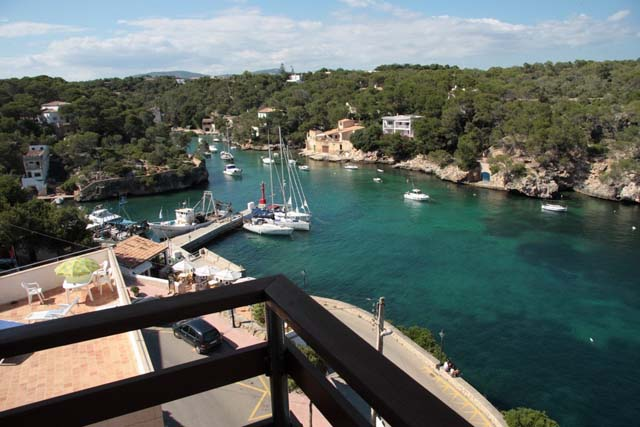 Front line three bedroom apartment for sale in Cala ...