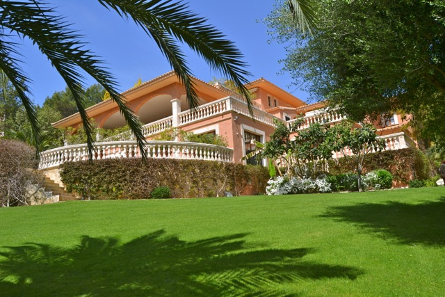 Traditional Mallorcan Style Country House For Sale Near