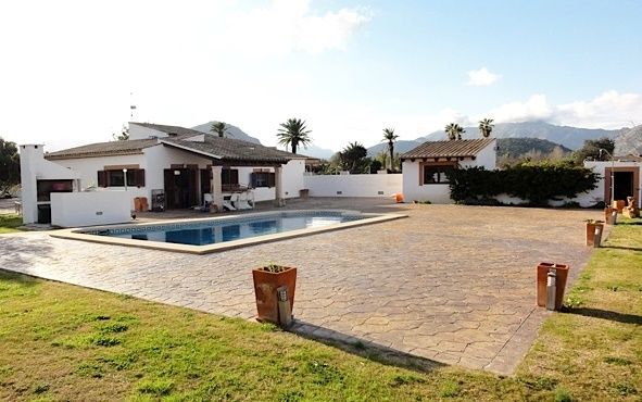 Lovely finca for sale in the countryside close to Pollensa and Puerto Pollensa.