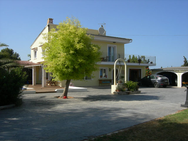 Large reduction on family villa for sale in Muro with guest accommodation