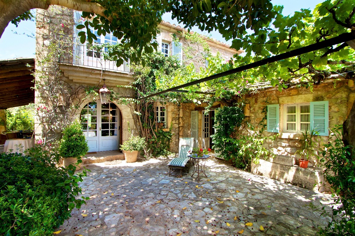 Beautiful luxurious country house for sale in private area for French country houses for sale