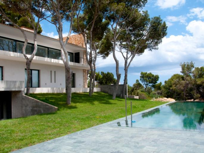 Luxury exclusive villa for sale in Cala Ratjada with stunning views