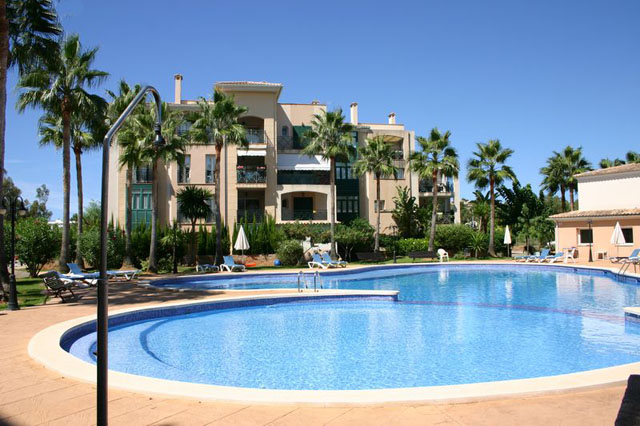Garden apartment for sale in Santa Ponsa in exclusive residence