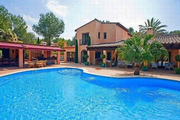 Mediterranean luxury home situated on a  golf course in Santa Ponsa