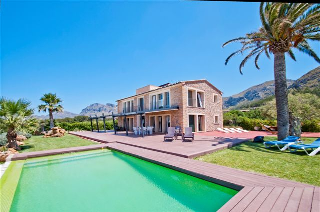 Outstanding frontline finca for sale in Colonia St Pere