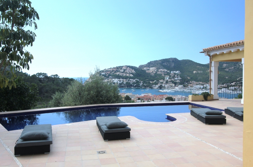 Spacious luxury villa for sale in Puerto Andratx with stunning sea and harbour views