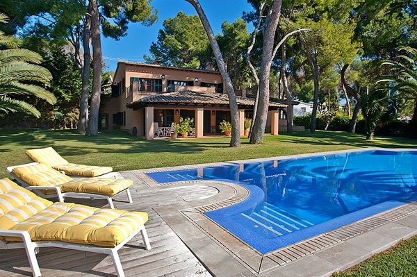 Traditional luxury villa for sale in Bendinat, Mallorca