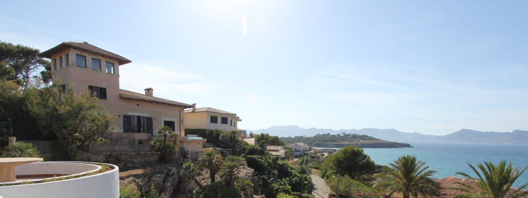 Mansion house requiring renovation with views over Pollensa Bay for sale in Mallorca
