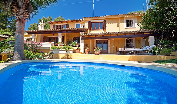 Mediterranean villa in quiet location for sale in Bendinat, Mallorca