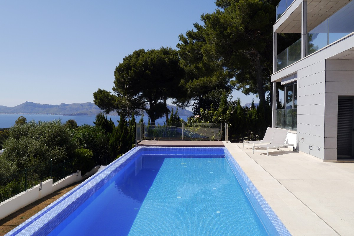 Minimalist luxury villa for sale with stunning views in Alcudia, Mallorca