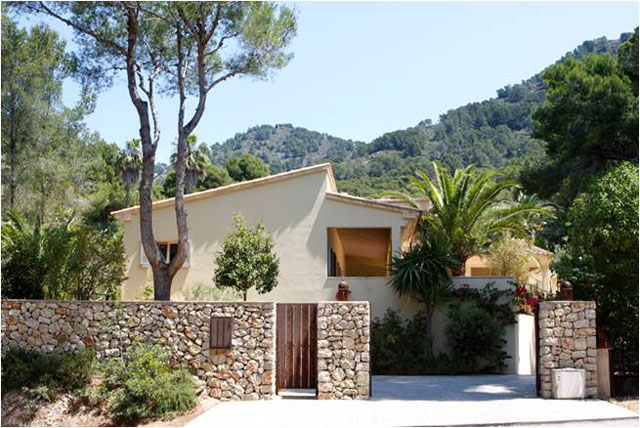 Year round living in this recently reduced detached villa in Costa de los Pinos