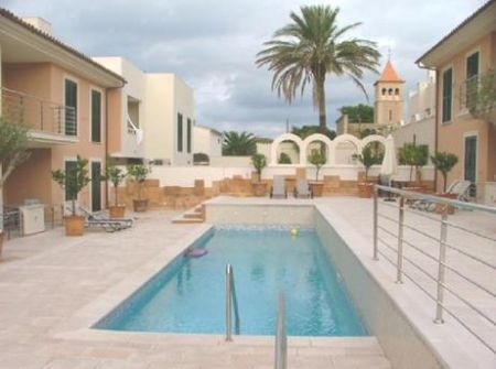 Modern 2 bed apartment for sale in Colonia St Pere with sea views