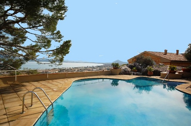 Penthouse apartment with views over bay of Pollenca and Alcudia