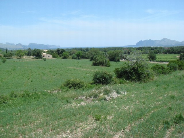 Plot for sale with building permission close to Pollensa Golf with sea views
