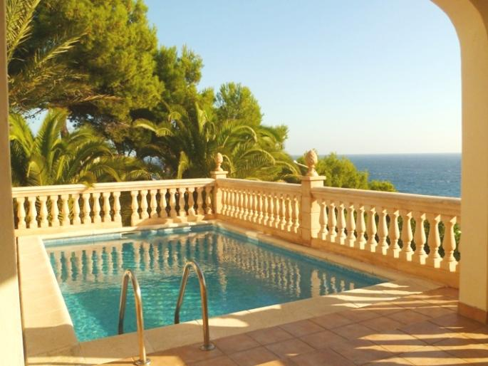 Large detached villa for sale with sea views in Font de sa Cala, Mallorca