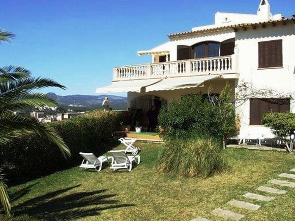 Sea and mountain view villa for sale in Santa Ponsa, Mallorca