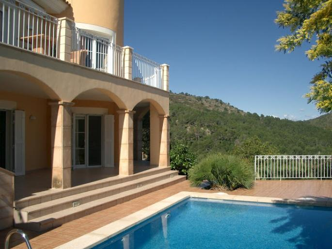 Semi detached villa for sale with sea views in Font de sa Cala, Mallorca