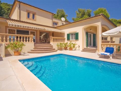 Luxury villa for sale close to the beach in Font de sa Cala, Mallorca