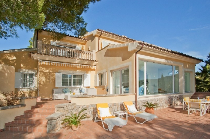 Villa for sale on a large Flat Plot overlooking the harbour of Puerto Andratx, Mallorca