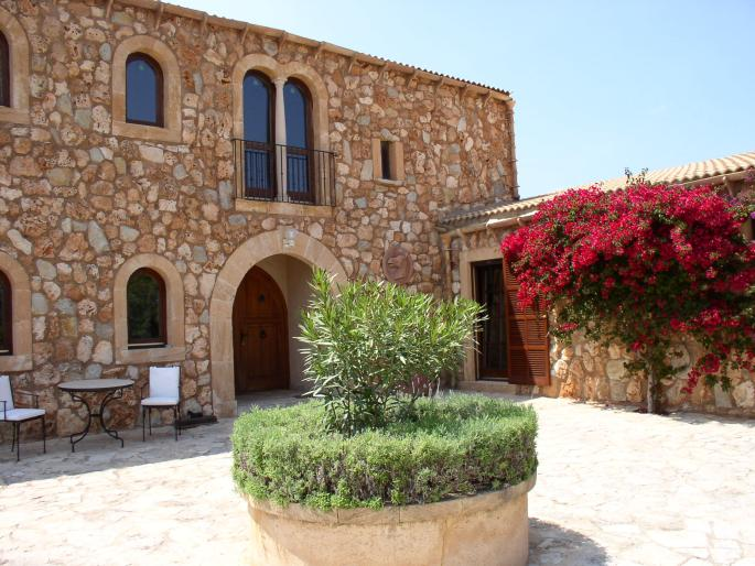Farmhouse for sale in Arta with Equestrian Use