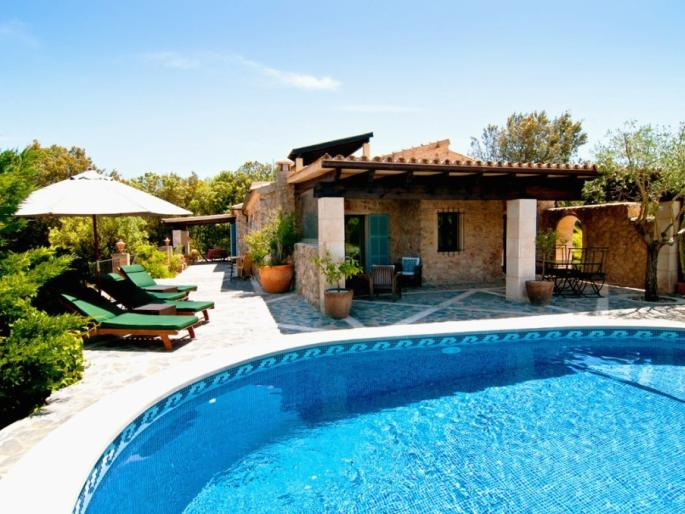Stone finca for sale with guest accommodation close to Arta, Mallorca