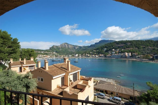 Apartment for sale in Puerto de Soller with harbour views