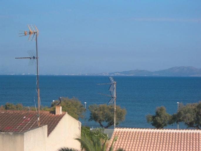 Spacious three bedroom apartment for sale in north east mallorca