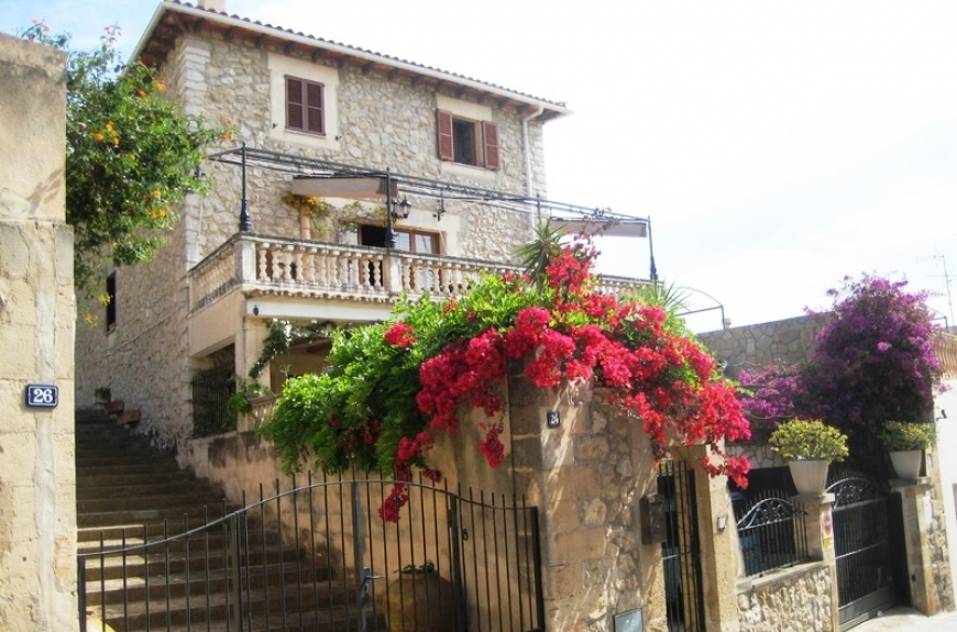 Immaculate 200 year old Stone Townhouse for sale in Calvia, Mallorca