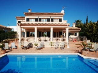 €1,050,000Santa PonsaLuxury 4 bedroom sea view villa for sale close to the golf course …