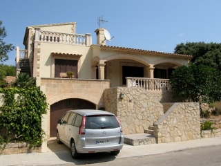 €350,000Cala San VicenteDetached villa on a generously sized plot with private pool & garage. Excellent value for money…